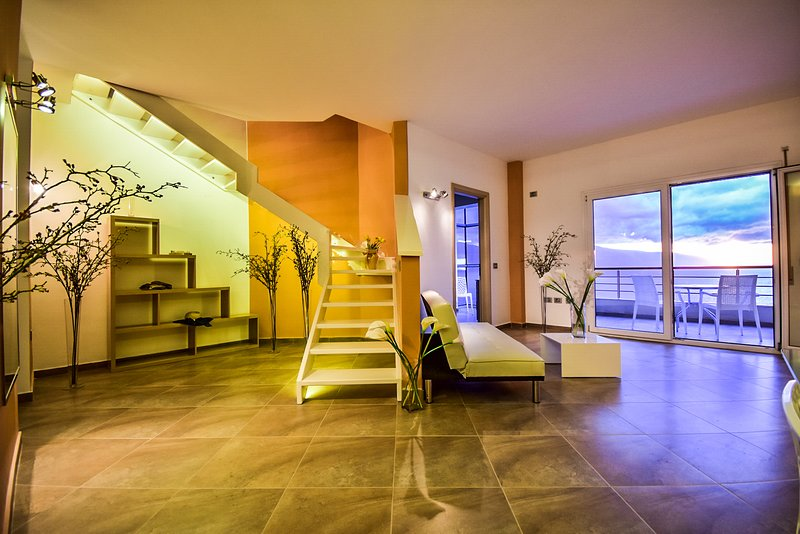 Luxury Mediterranean Sea-view Apartment in Valona, casa vacanza a Orikum