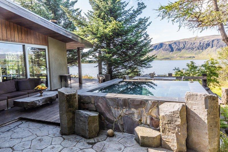Lakefront Luxury Villa, vacation rental in Selfoss
