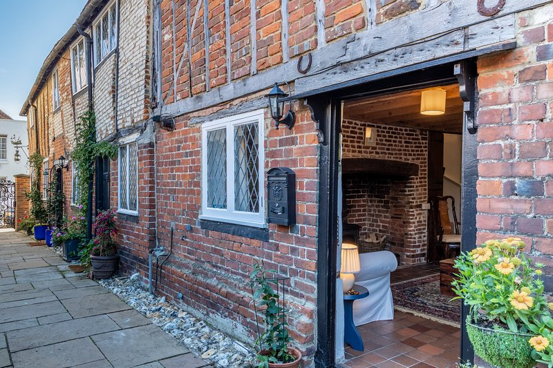 Historic 2 bedroom Cottage near Canterbury., holiday rental in Wickhambreaux