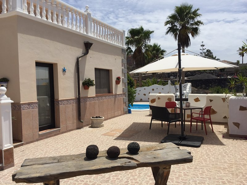 Casantilvia Starfish Apartment amazing Ocean and sky views. Terrace and BBQ, holiday rental in Barrio Los Menores