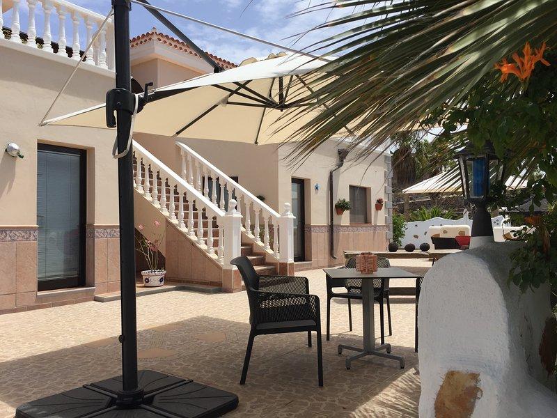 Casantilvia Turtle Apartment amazing Ocean and sky views. Terrace and BBQ, holiday rental in Barrio Los Menores