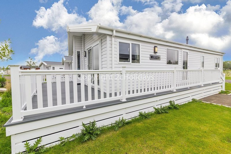 Luxury lodge for hire with decking and pond view in Lincolnshire ref 33090M, location de vacances à Wainfleet All Saints