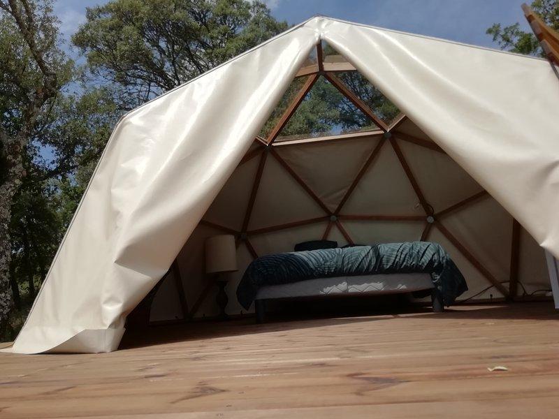 Logements insolites dans camping, holiday rental in Mane