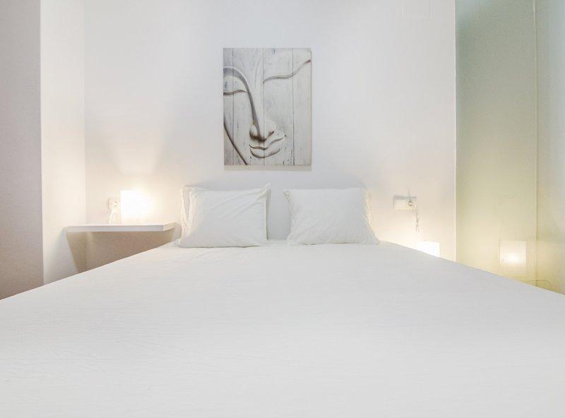 2 · Vlc Malvarrosa flat, holiday rental in Montroy