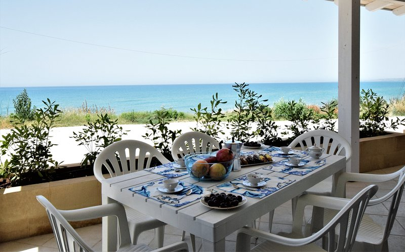 Covo dei Marinai 3, holiday home sea front, 20 meters from the beach, casa vacanza a Scicli