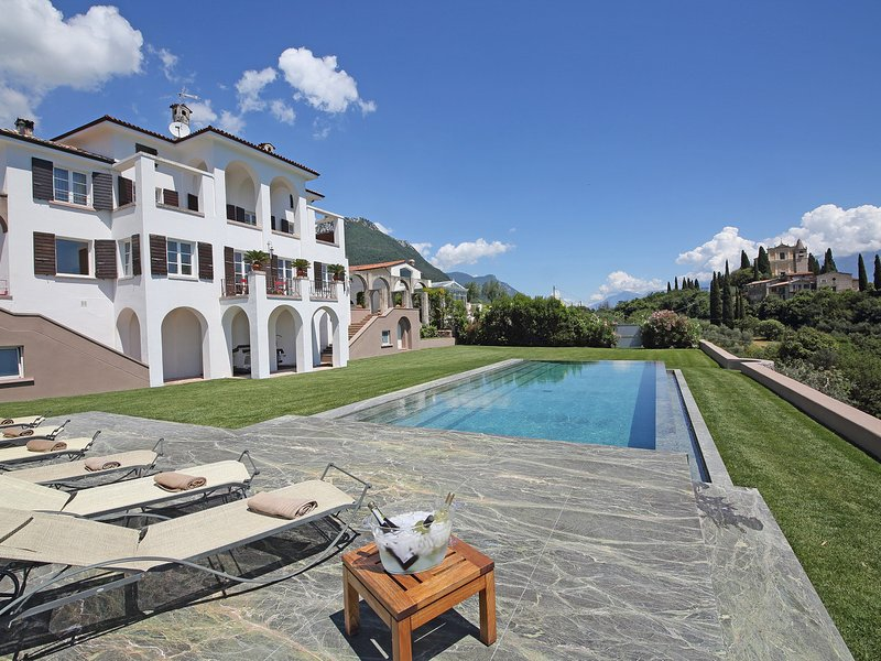Gaino Villa Sleeps 10 with Pool Air Con and WiFi - 5248591, vacation rental in Toscolano-Maderno