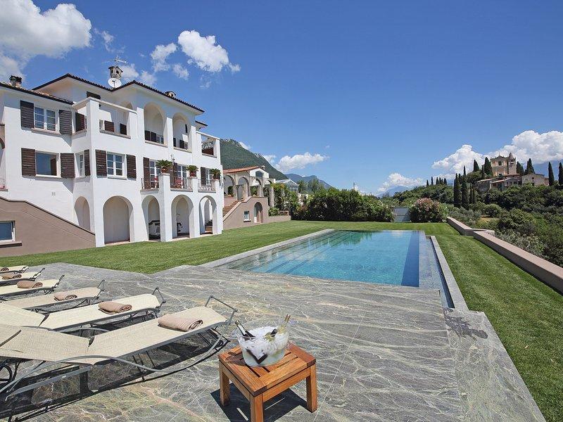 Gaino Villa Sleeps 10 with Pool Air Con and WiFi - 5248591, casa vacanza a San Giorgio