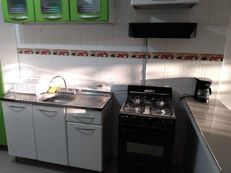 Apartamento completo amoblado, confortable, tranquilo, ambiente familiar., location de vacances à Riohacha