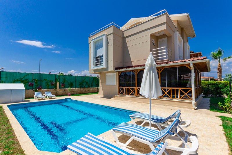 Paradise Town Villa Beltania, holiday rental in Karacalli