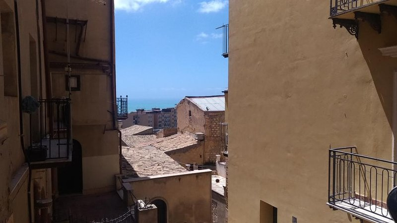 Nice apartment with sea view & Wifi, holiday rental in Montaperto