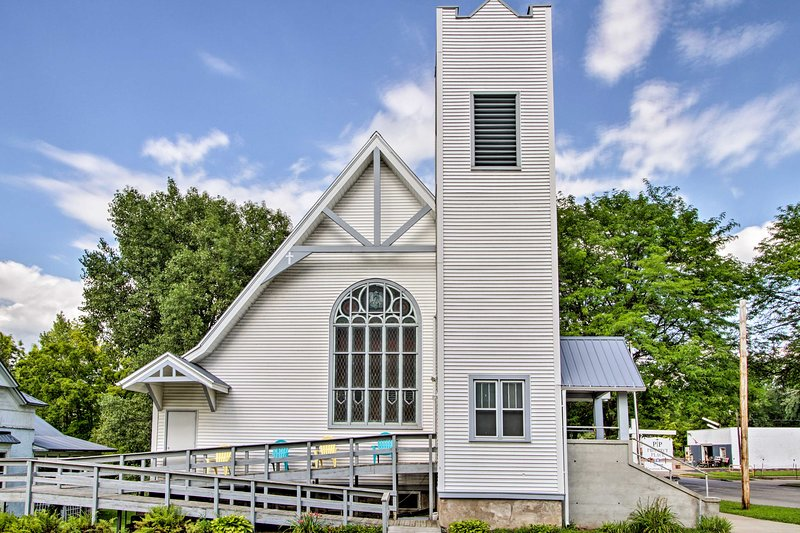 Historic Church Home - Walk to Durand Shops!, holiday rental in Menomonie