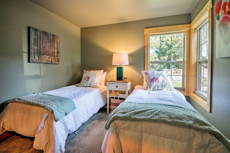 The room includes 2 twin beds.
