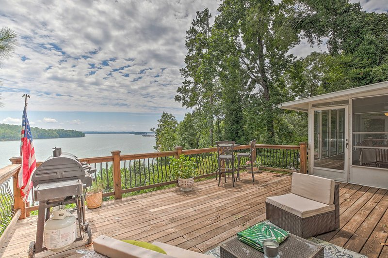 Gainesville Home on Lake Lanier w/ Private Dock!, vacation rental in Buford