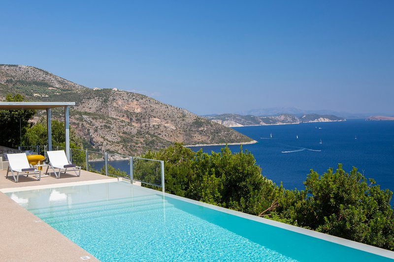 Brand New Villa Asterias:Feel the Greek Summer,enjoy the view & relax!, holiday rental in Mikros Gialos