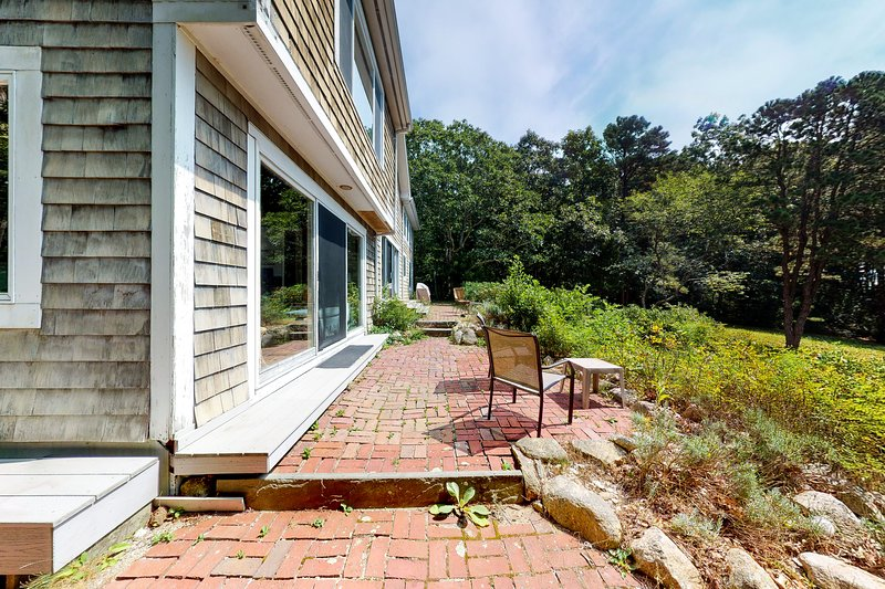 Dog-friendly home w/ Buzzards Bay views, large deck & neighborhood beach!, holiday rental in Onset