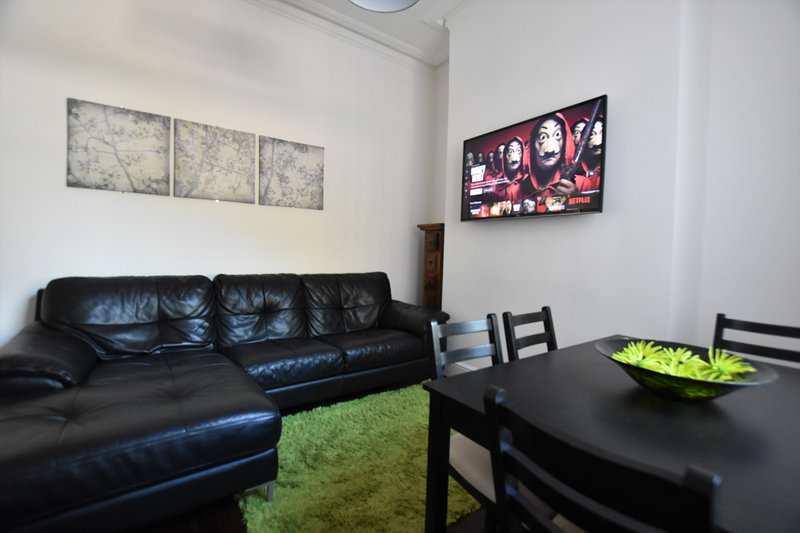 ✔Contractor & Family Friendly✔Netflix✔FREE Parking I, vacation rental in Sunderland
