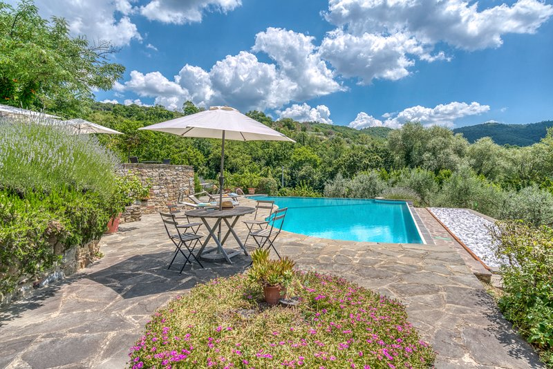 Bossi-Cellaio Villa Sleeps 12 with Pool - 5806737, holiday rental in Palazzo del Pero