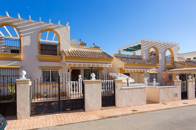 Sunny holiday home for 4 persons, location de vacances à El Chaparral