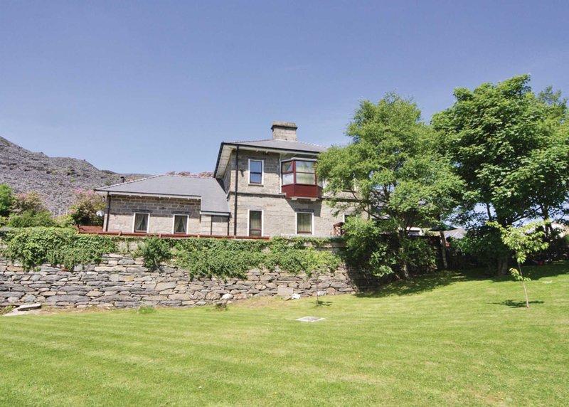 The Old Quarry Hospital - HW7677, holiday rental in Rhiwbryfdir
