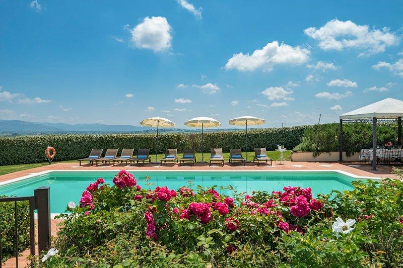 Potassa Villa Sleeps 18 with Pool and Air Con - 5747562, vacation rental in Castroncello