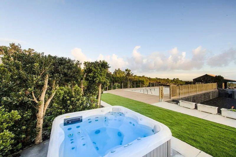 Amazing house with shared pool, location de vacances à Velas