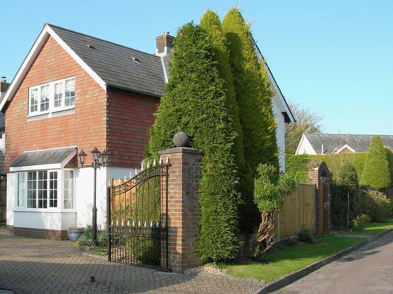 Laurel Cottage, holiday rental in Hordle