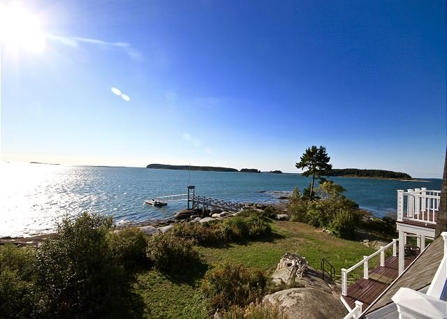 Oceanfront property with wharf, dock and private sandy beach - stunning views, vacation rental in South Thomaston