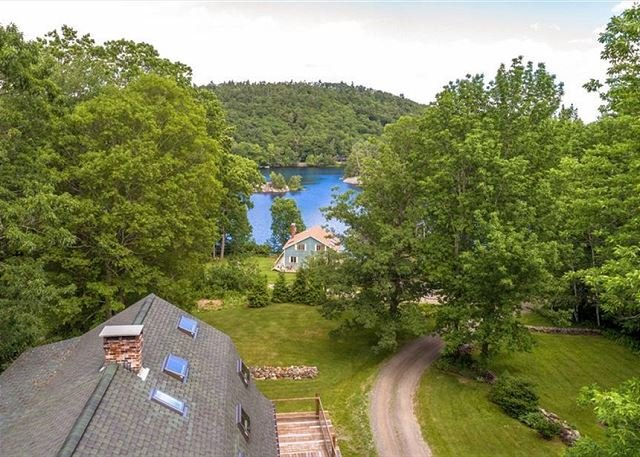 Charming Cottage, spacious, peaceful with views of Hosmer Pond., vacation rental in Hope