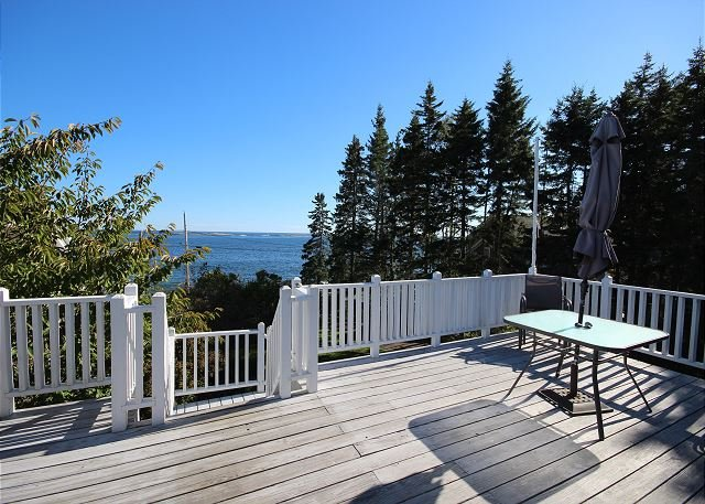Marshall Point retreat in coveted Port Clyde, location de vacances à Port Clyde