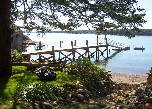 Enchanting, quintessential waterfront summer house-beach and wharf., vacation rental in South Thomaston