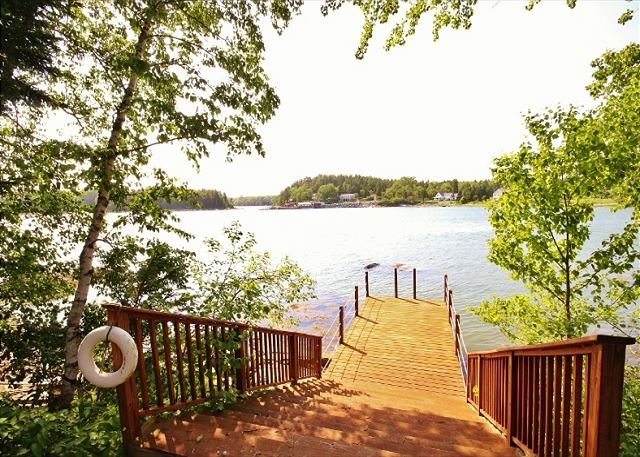 Oceanside cottage with private dock - newly updated and private, vacation rental in South Thomaston