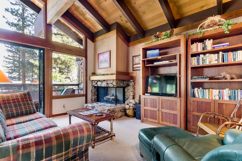 Two private beaches, a shared heated pool, and on-site tennis & saunas! Chalet in Alpine Meadows