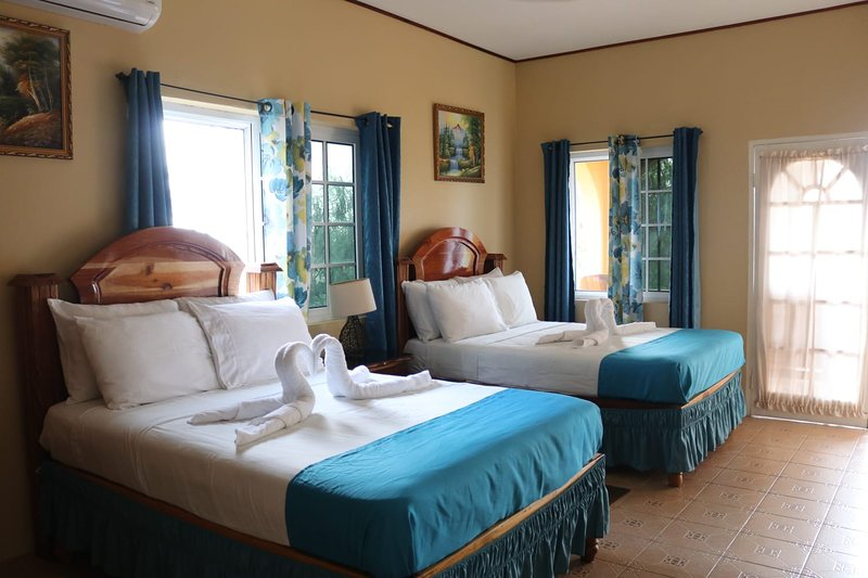 Brytan Villa Home Away From Home., vacation rental in Saint Elizabeth Parish
