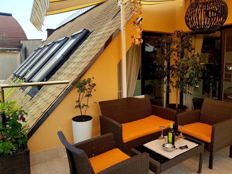OPEN SPACE FLAT IN THE SUPER CENTER OF BURGAS, holiday rental in Burgas