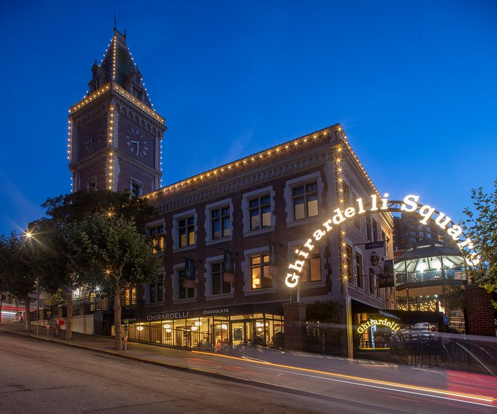 TripAdvisor#1: 2-Bd, 2-Ba Fairmont-Managed Condo in historic Ghirardelli Square, holiday rental in San Francisco