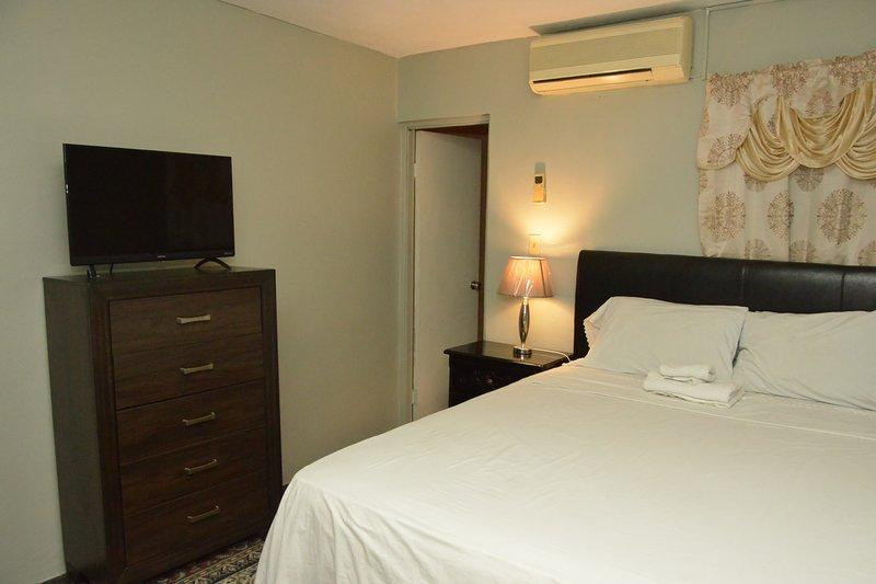 Chambre privée avec lit queen size et propre salle de bain