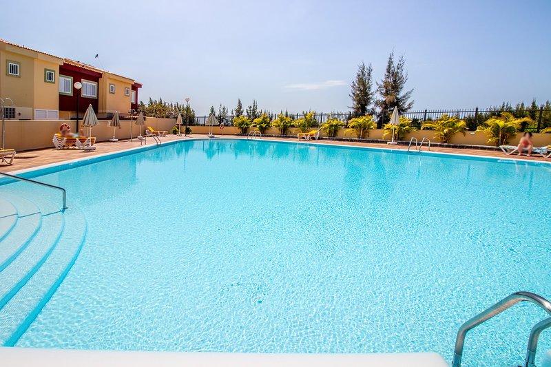 Flatguest Las Velas 72 + Duplex + Piscina + Terraza, holiday rental in Meloneras