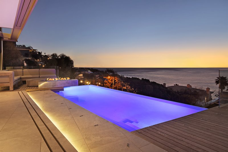Villa Fontaine - Designer luxury with outstanding interiors and pool, location de vacances à Bantry Bay