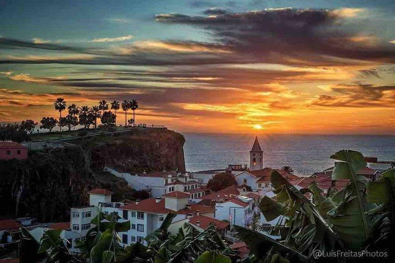 Rosolamar Villa with Ocean View, holiday rental in Estreito de Camara de Lobos