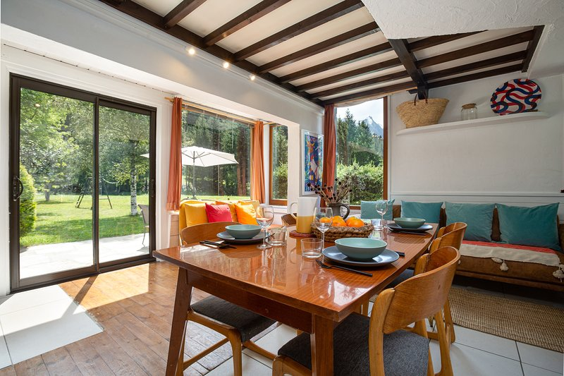 Luminous and bright with direct access to the garden