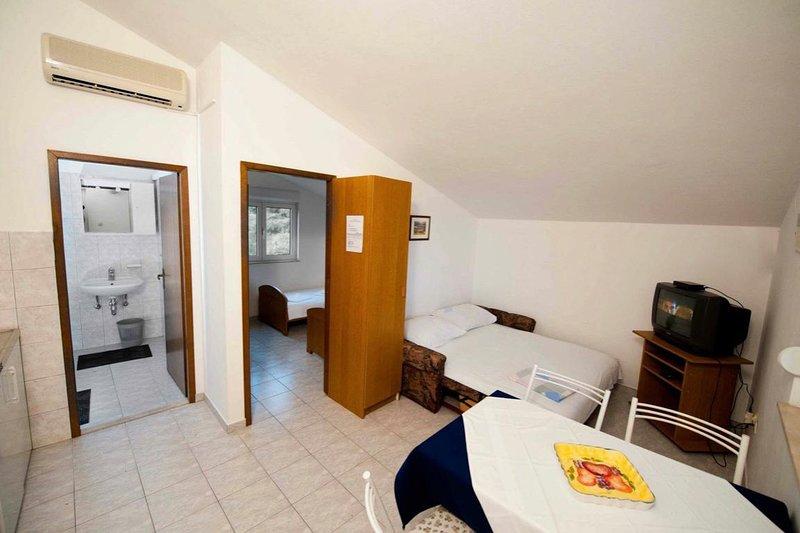 Medici Apartment Sleeps 4 with Air Con - 5812296, vacation rental in Medici