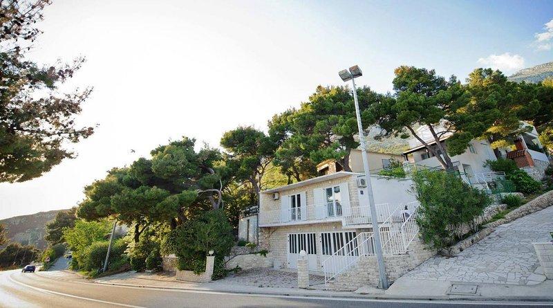 Medici Apartment Sleeps 4 with Air Con - 5812294, vacation rental in Medici