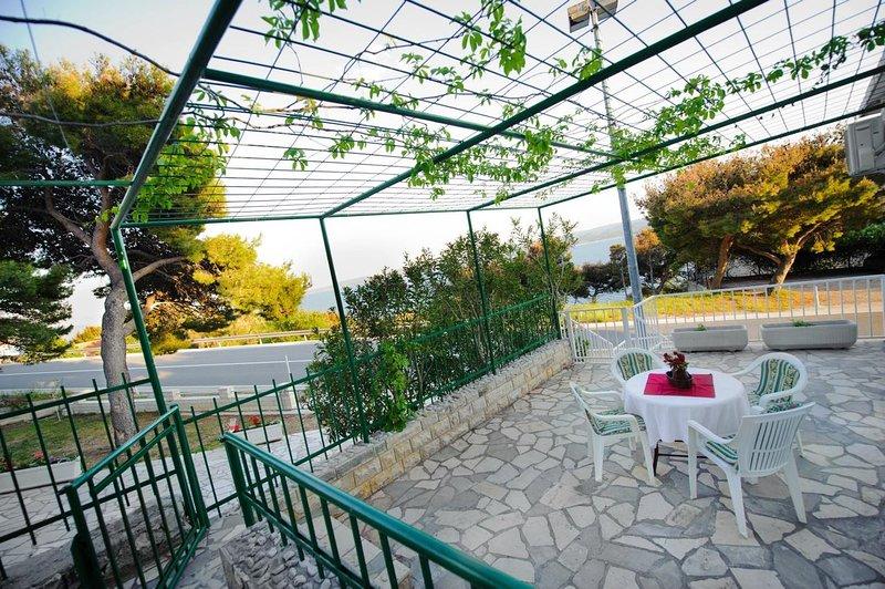 Medici Apartment Sleeps 4 with Air Con - 5812297, vacation rental in Medici