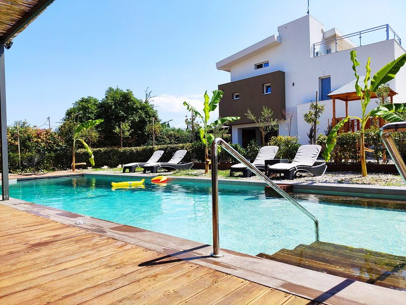 Enervillas - Anna's Luxury Villa with Private Pool near Patras, holiday rental in Kaminia
