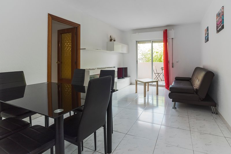 Apartamentos Complutum, holiday rental in Cobena