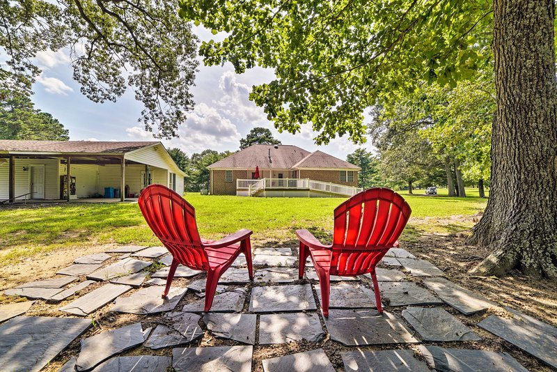 Kick back and relax in the spacious backyard!