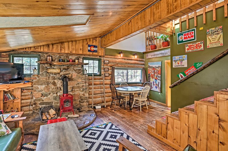 Mountain Lodge 2.5 Mi. to Pine Valley Ranch!, vacation rental in Conifer