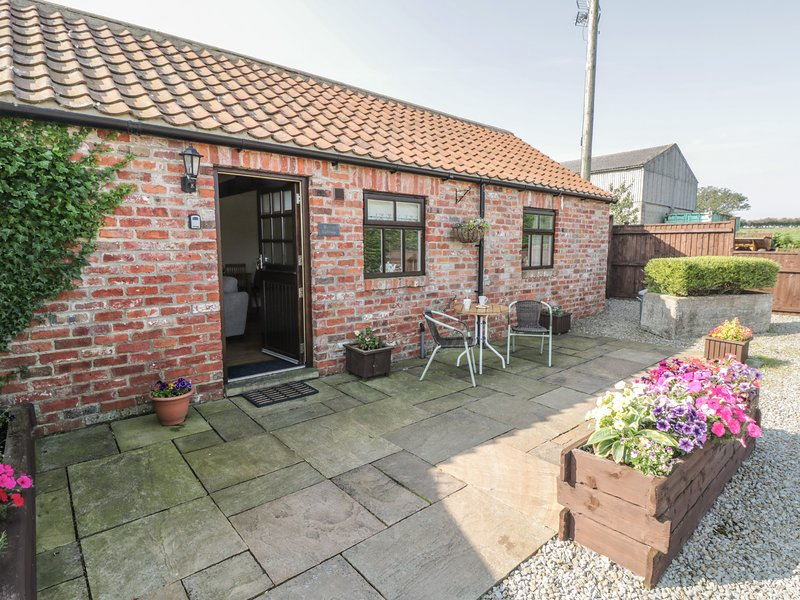BLAKEY, semi-detached, red brick barn conversion, en-suite, romantic retreat, holiday rental in Saltburn-by-the-Sea