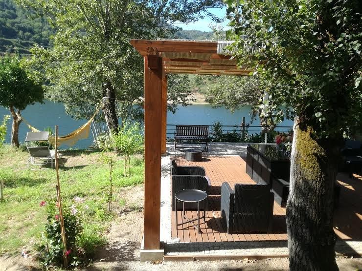 PORTO DOURO RIVER – UNIQUE RIVERFRONT HOUSE, vacation rental in Vila Cova
