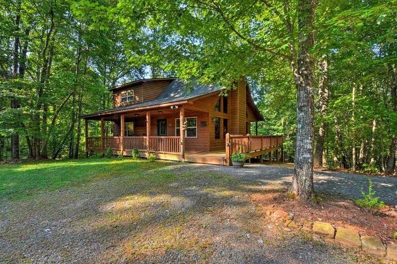 Esta hermosa cabaña está a unos 11 km del corazón de Murphy.